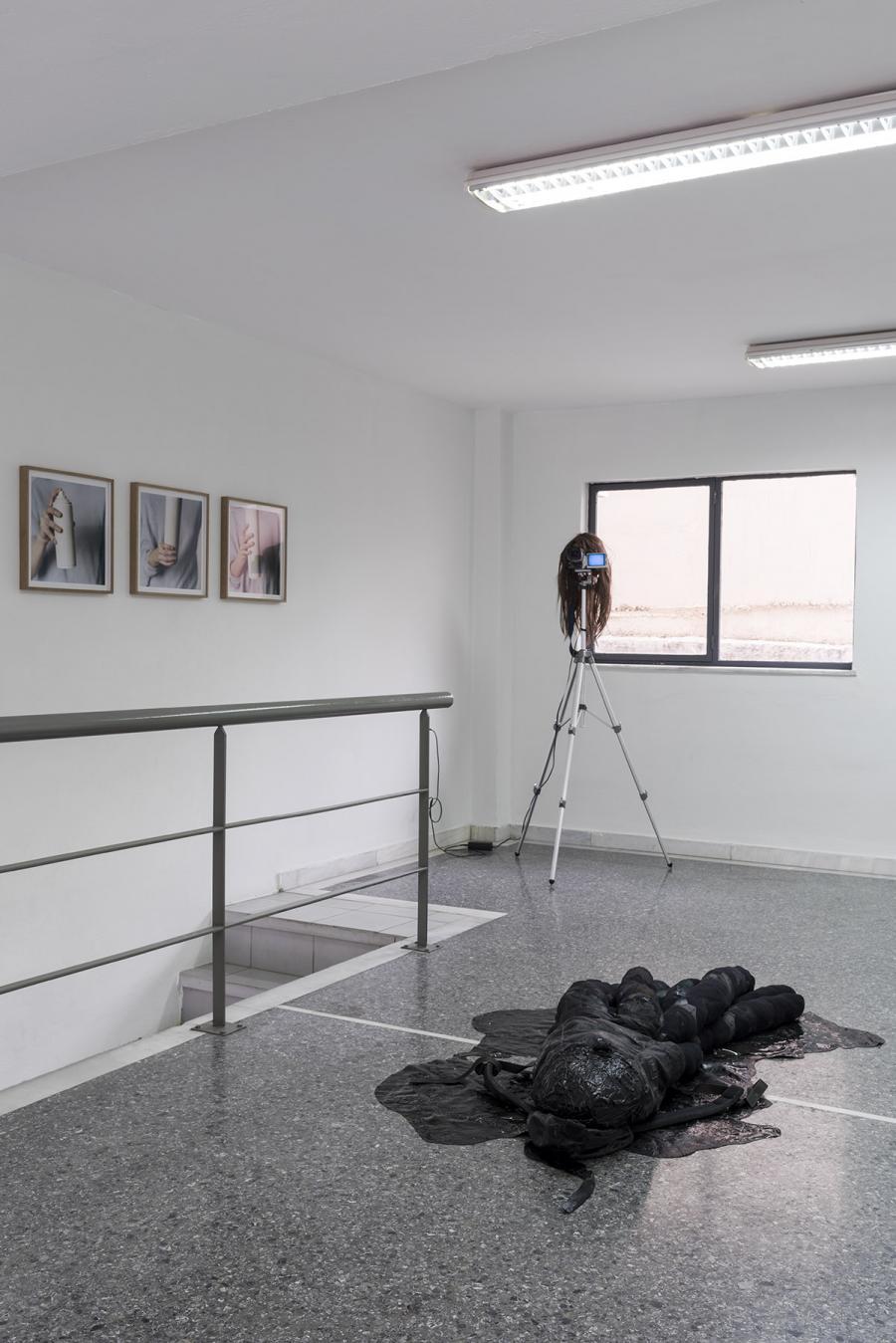 """moi non-moi"" or ""carrying owls to athens"", Ausstellungsansicht: Kerstin von Gabain, Albert Mayr, Victor Lizana (Foto: Simon Veres)"