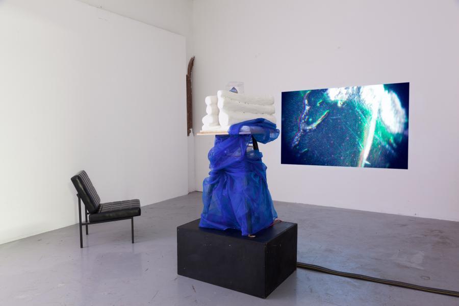 nstallationsansicht DIAMANTEN Sigrid Zobl, Kunstraum am Schauplatz, 2017, Foto Björn Segschneider